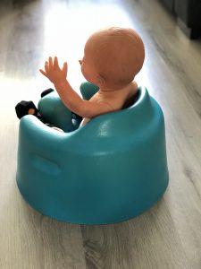 Baby Zitten Stoel.Wat De Bumbo Seat Met De Ontwikkeling Van Het Zitten Doet